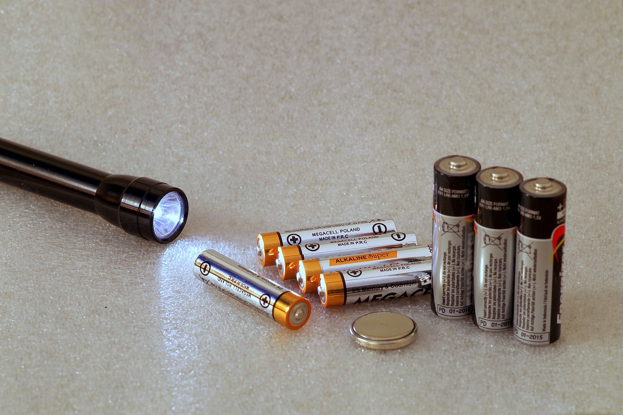 batteries-2049623_1280